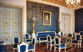 07 Blue drawing room